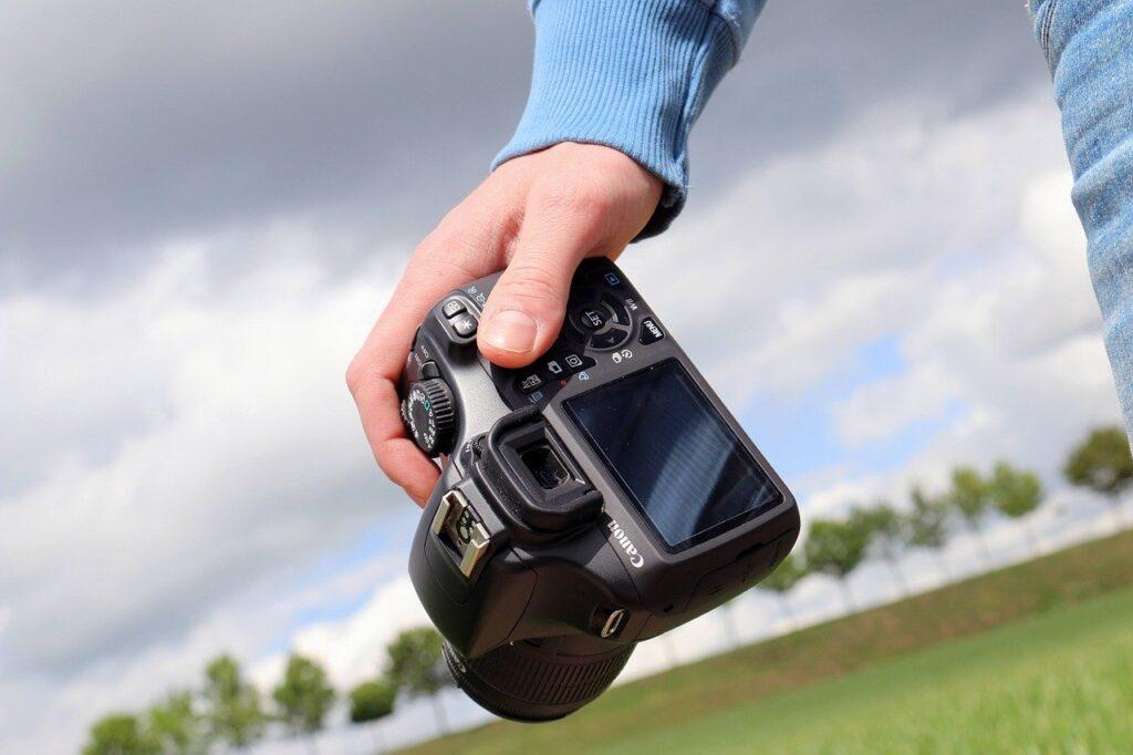 Famm(ファム)の写真撮影でカメラマンに出張依頼するなら料金は?